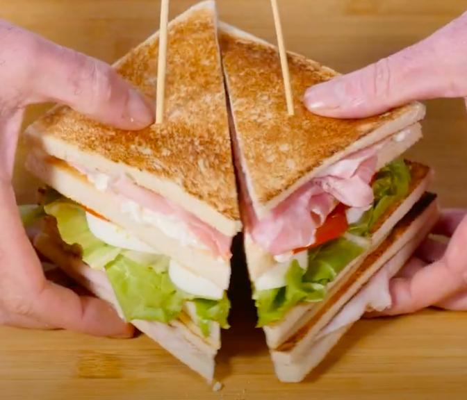 Club sandwich con prosciutto cotto